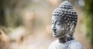 gopika-yoga-in-schwäbisch-hall - das Bild zeigt den Kopf einer lächelnden Buddha Statue
