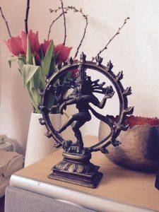 gopika-yoga-in-schwaebisch hall - das Bild zeigt eine Statue von Shiva bei pure yoga in Ludwigsburg