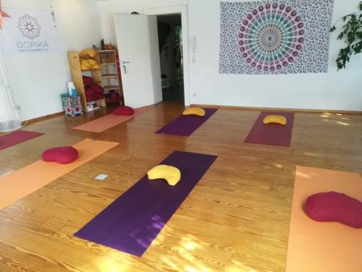 gopika-yoga-in-schwaebisch-hall-abstand